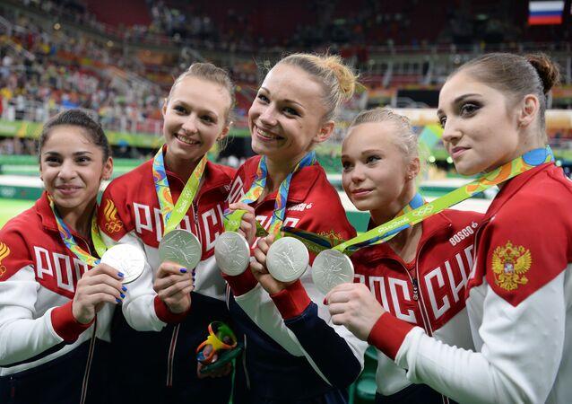 Ruská reprezentace v sportovní gymnastice na ceremonii vyznamenání