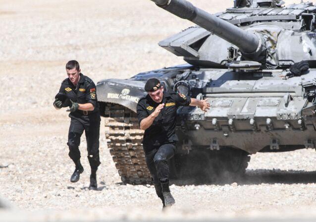 Běloruští vojáci v semifinále soutěže Tankový biatlon