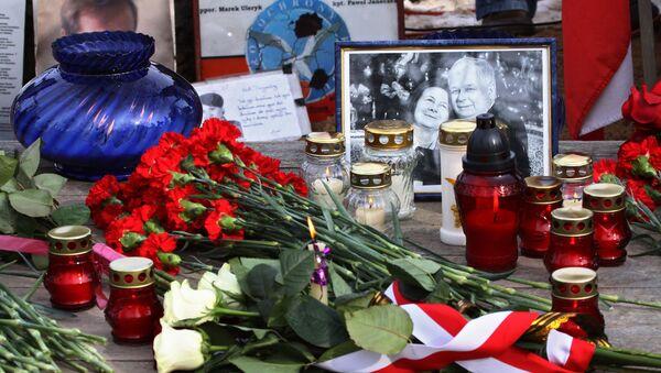 Svíce a květiny na památku obětí nehody Tu-154 - Sputnik Česká republika