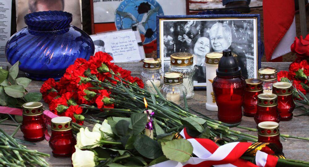 Svíce a  květiny na památku obětí nehody Tu-154