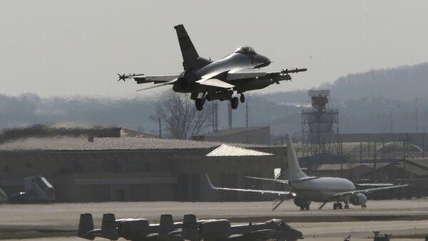 Americká stíhačka F-16 na základně v Jižní Koreji - Sputnik Česká republika