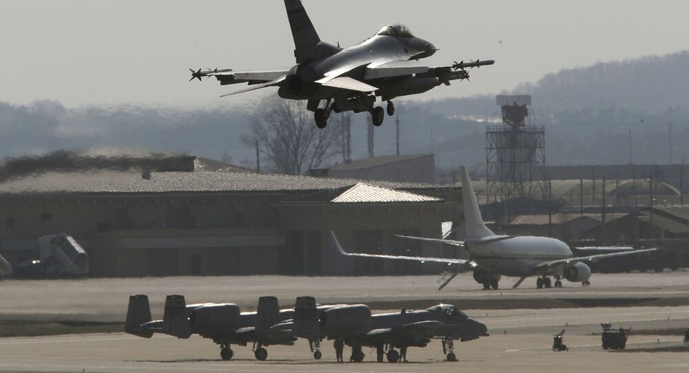 Americká stíhačka F-16 na základně v Jižní Koreji