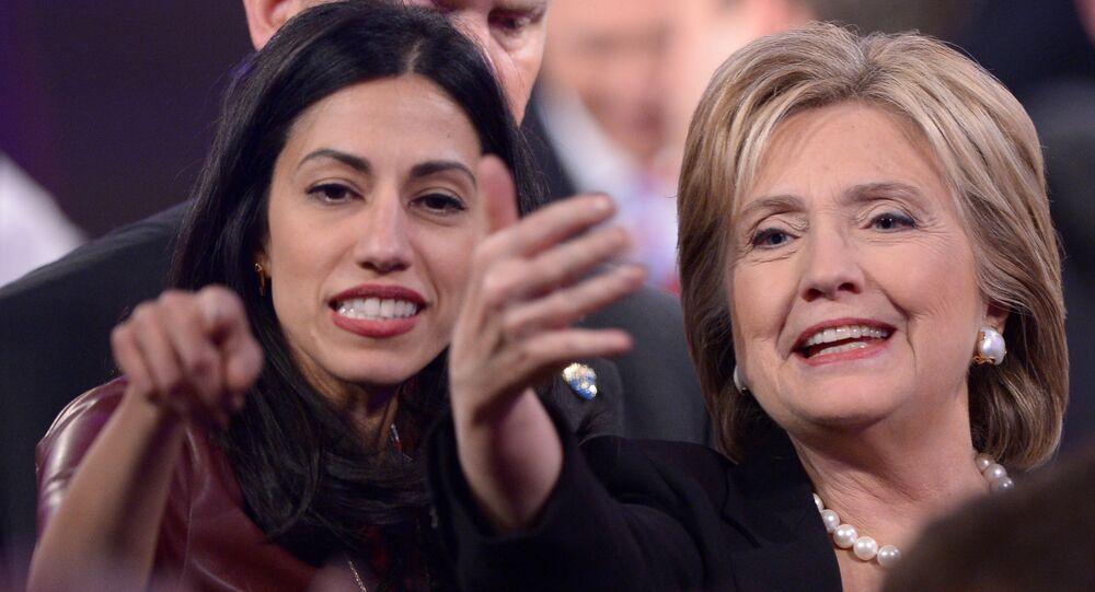 Hillary Clintonová s Humou Abedinovou