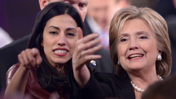 Huma Abedinová s Hillary Clintonovou - Sputnik Česká republika