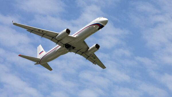 Dopravní letadlo Tu-214 je modernizovaná verze letounu Tu-204-100 se zvýšenou vzletovou hmotností a zvýšeným doletem. - Sputnik Česká republika