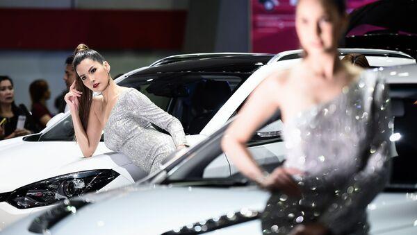 Druhý nejdůležitější komponent po automobilech: slečny na autoshow v Bangkoku - Sputnik Česká republika