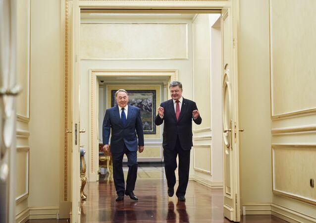 Nursultan Nazarbajev a Petro Porošenko