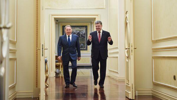 Nursultan Nazarbajev a Petro Porošenko - Sputnik Česká republika