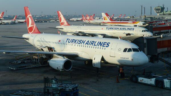 Letadla Airbus A320 и A321 na letišti v Istanbulu. Ilustrační foto - Sputnik Česká republika
