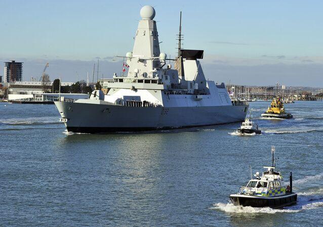 Britský torpédoborec HMS Daring