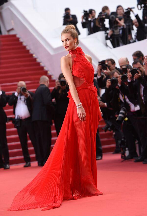 Modelka a herečka Rosie Huntington-Whiteley na 69. festivalu v Cannes - Sputnik Česká republika