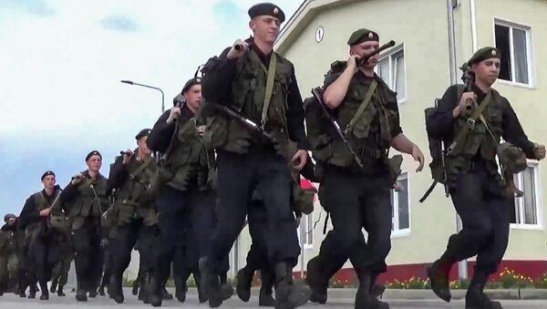 Ruští vojáci během mimořádné prověrky ozbrojených sil - Sputnik Česká republika