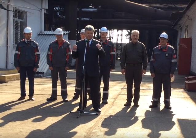V Mariupolu neodpověděli dělníci na Porošenkova slova Sláva Ukrajině