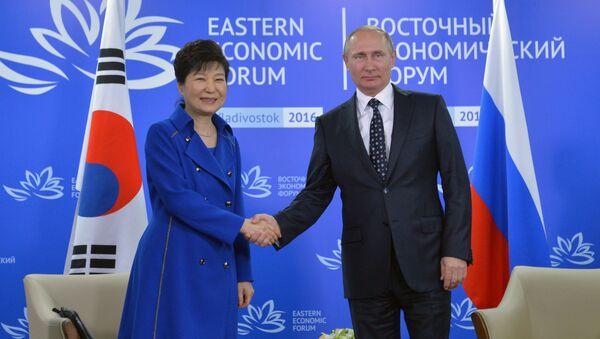 Pak Kun-hje a Vladimir Putin - Sputnik Česká republika