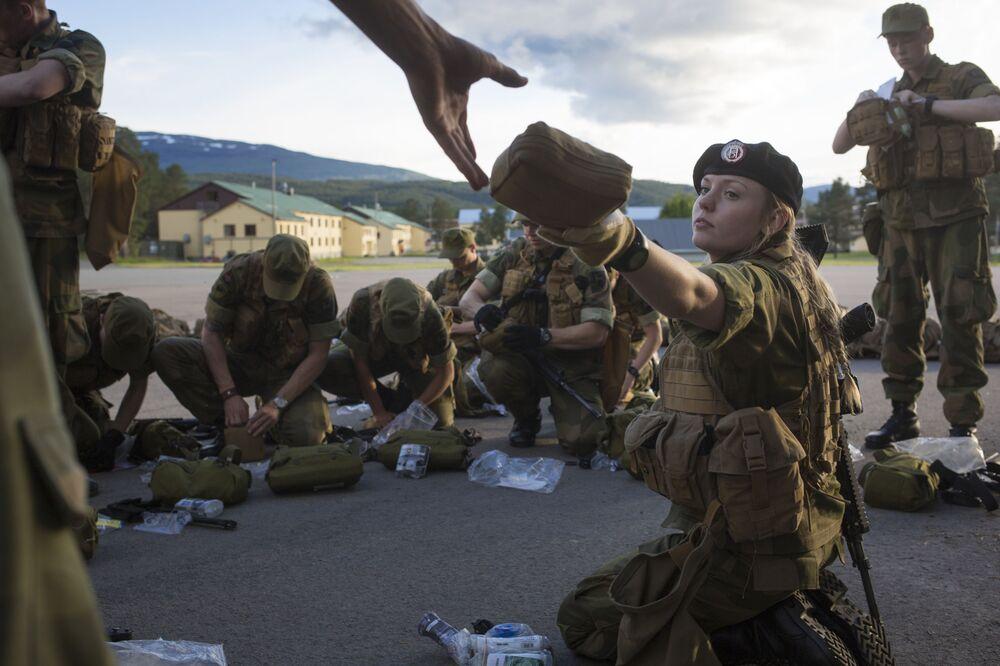 V Norsku byla zavedena povinná vojenská služba bez rozdílu pohlaví