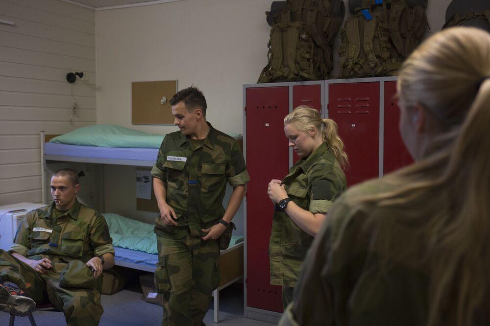 Ženy a muži v kasárně v Norsku
