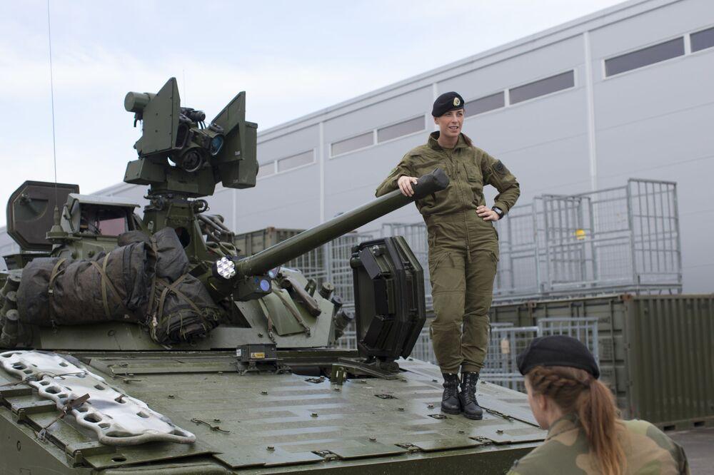 Norská rekrutka na vojenské autě CV90