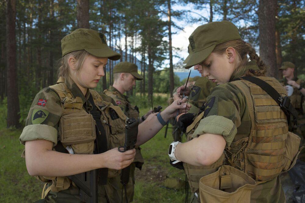 Norské rekrutky během pořadové přípravy