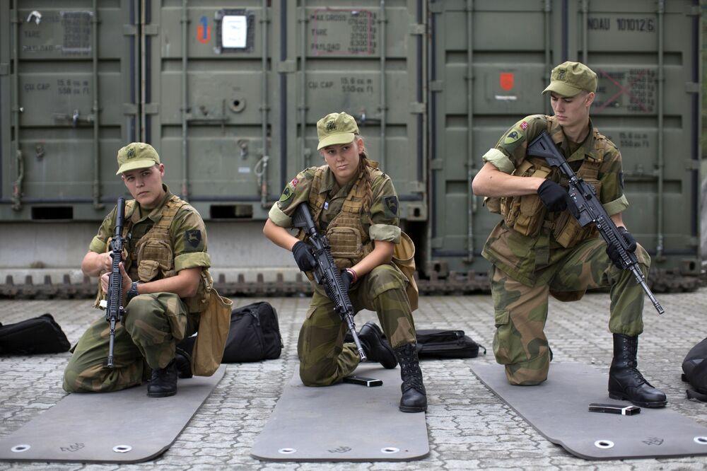 Hlavním důvodem zavedení povinné vojenské služby pro ženy byla snaha o rovnoprávnost