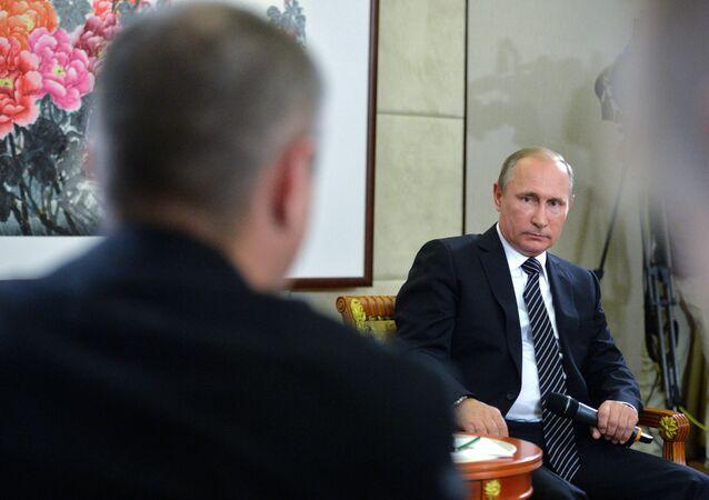 Ruský prezident Vladimir Putin během tiskové konference po fóru G20