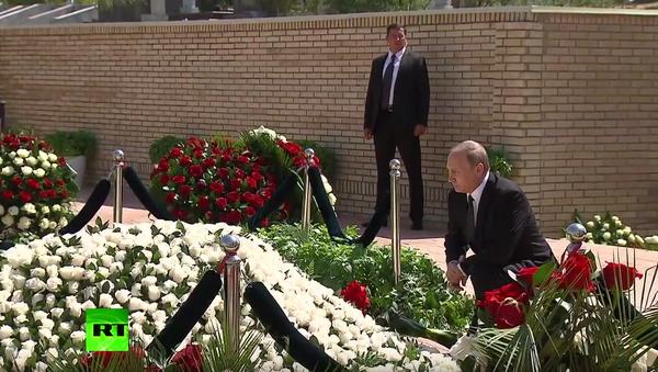 Vladimir Putin uctil památku Islama Karimova v Samarkandu - Sputnik Česká republika