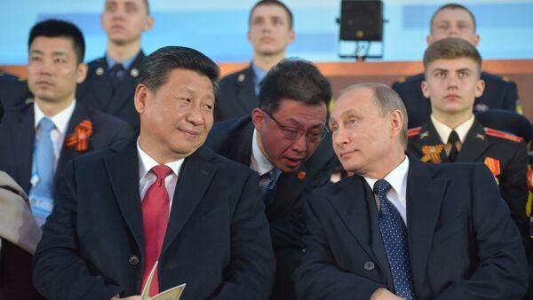 Ruský prezident Vadimir Putin a čínský preyident Si Ťin-pching - Sputnik Česká republika