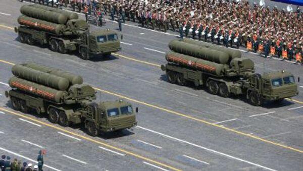 Kolona protivzdušných raketových systémů S-400 Triumf - Sputnik Česká republika