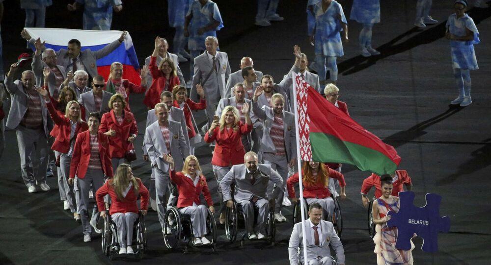 Běloruští paralympionici s ruskou vlajkou