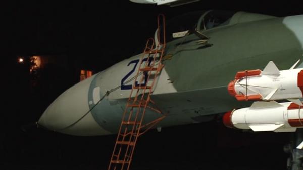 Ministerstvo obrany ukázalo noční start Su-27 na Krymu - Sputnik Česká republika