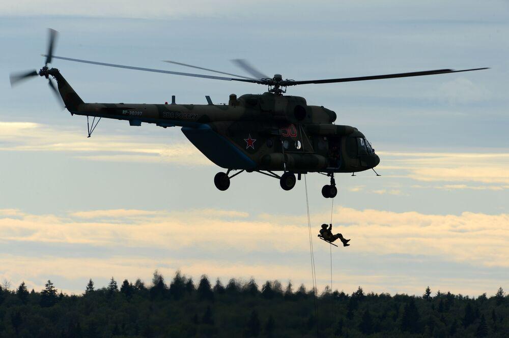 Výsadek z vrtulníku Mi-8