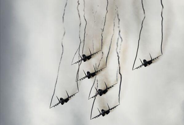 Víceúčelové stíhačky MiG-29 skupiny letecké akrobacie Striži - Sputnik Česká republika