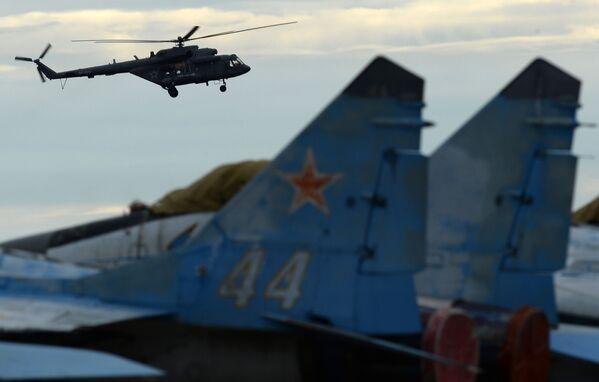 Vrtulník Mi-8 na Mezinárodním vojensko-technickém fóru Armáda 2016 - Sputnik Česká republika