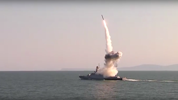 Videozáznam startu raket Kalibr v Kaspickém moři - Sputnik Česká republika