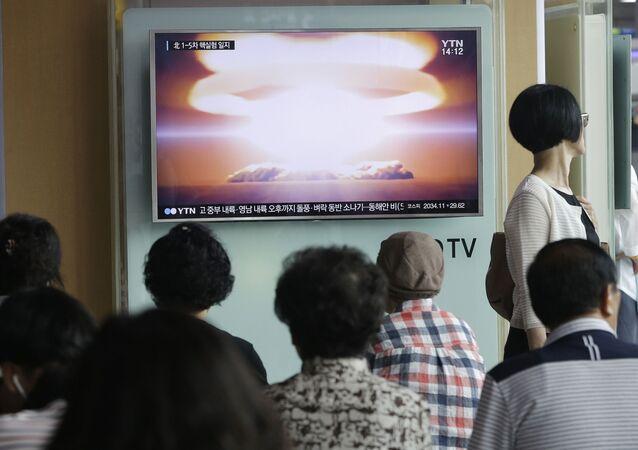 Ve zvláštním informačním pořadu Ústřední televize KLDR oznámila, že země bude pokračovat v linii na další rozvoj jaderného programu