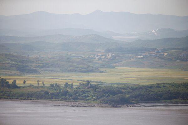 Obec Kijongdong se nachází v severní polovině korejské demilitarizované zóny - Sputnik Česká republika