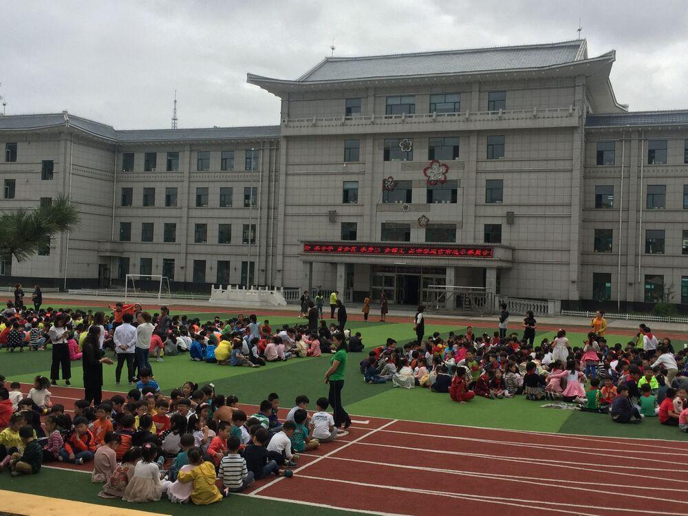 Čínští školáci ve městě Yanji po evakuaci kvůli seizmické aktivitě