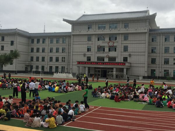 Čínští školáci ve městě Yanji po evakuaci kvůli seizmické aktivitě - Sputnik Česká republika