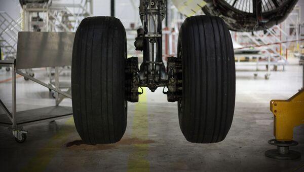 Podvozek letadla během montáže v továrně - Sputnik Česká republika