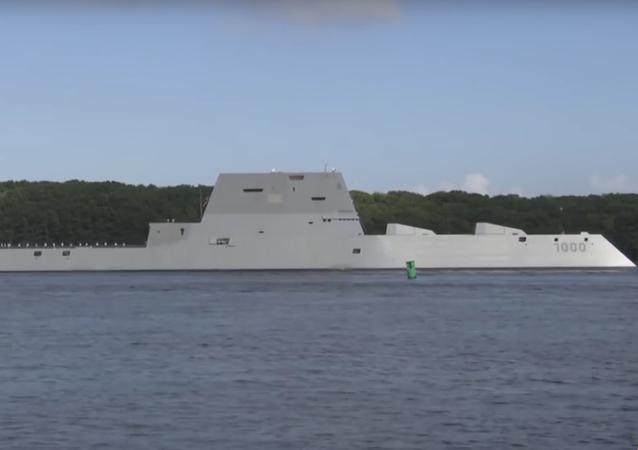 Objevilo se video první plavby nejnovějšího amerického torpédoborce Zumwalt