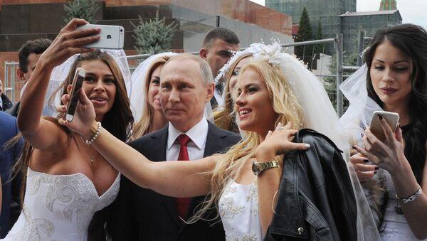 Prezident RF Vladimir Putin na slavnostní ceremonii zahájení Dne Moskvy na Rudém náměstí - Sputnik Česká republika