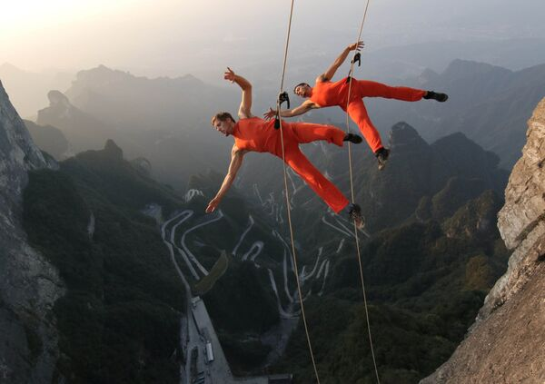 Tanečníci vystupují na skálách v Číně - Sputnik Česká republika