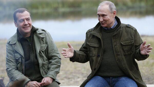 Ruský premiér Dmitrij Medvěděv a ruský prezident Vladimir Putin - Sputnik Česká republika