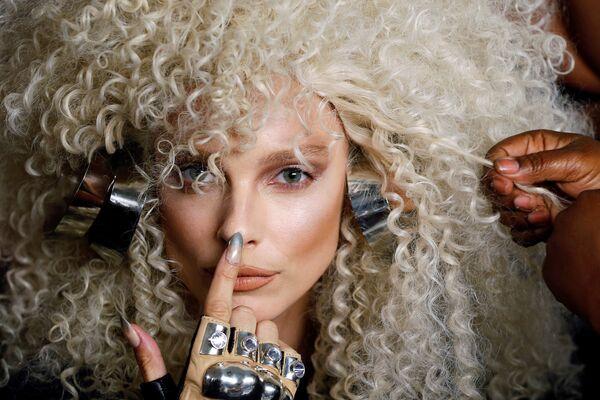 Modelka před defilé v rámci New York Fashion Week - Sputnik Česká republika