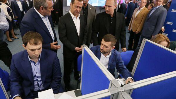 Prezident Putin a premiér Medveděv ve štábu strany Jednotné Rusko - Sputnik Česká republika