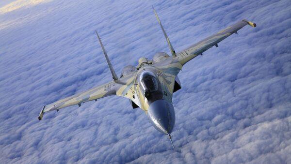 Stíhačka SU-35 v letu. - Sputnik Česká republika