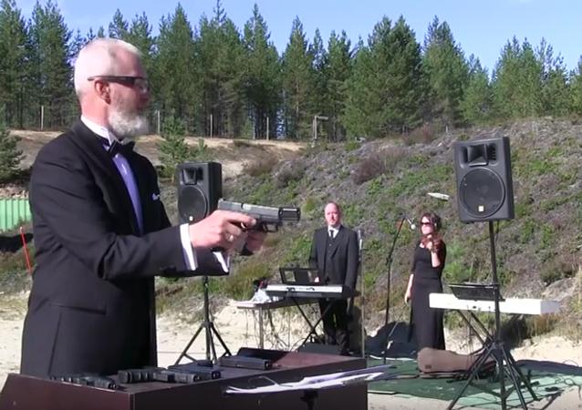 Melodie s pomocí dvou pistolí od Federace praktické střelby Ruska