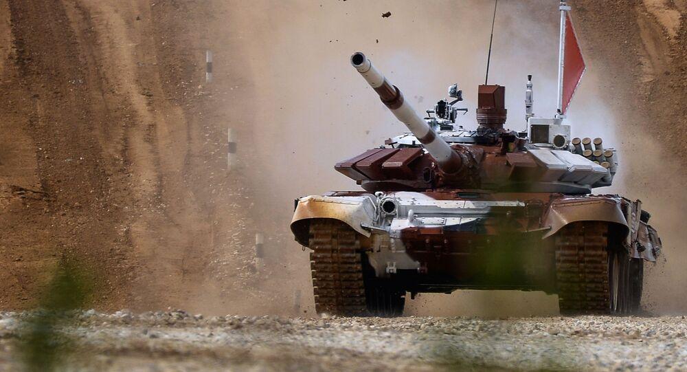 Tank T-72B během tankového biatlonu