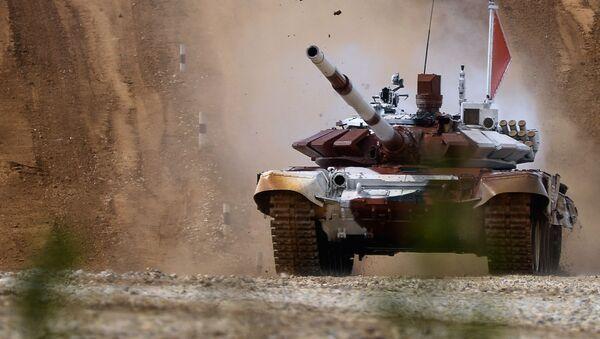 Tank T-72B během tankového biatlonu - Sputnik Česká republika