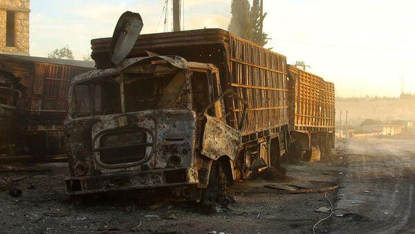 Náklaďák zničený během útoku na humanitární konvoj - Sputnik Česká republika