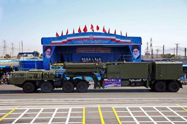 S-300 na vojenské přehlídce v Teheránu - Sputnik Česká republika